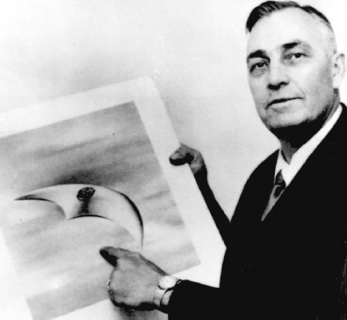 Kenneth Arnold and crescent-shaped aircraft.
